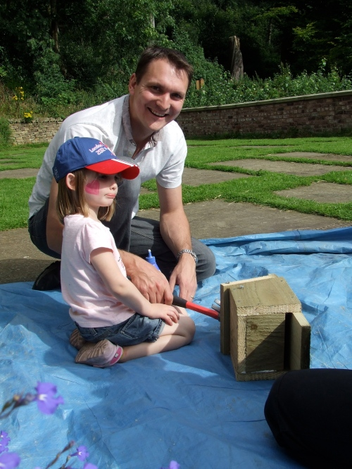 The team of father and daughter finish their bat box       Photo: Artemisia